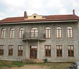 Parduodamas išskirtinio projekto namas su 200