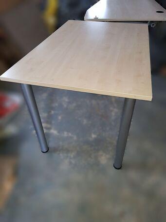 Parduodami geros būkles naudoti biuro rašomieji stalai